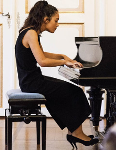 Emma%20Stratton%20at%20Masterclass%20Closing%20Concert
